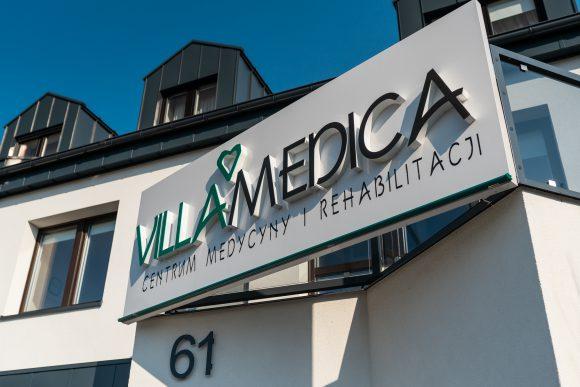 Zdjęcie frontu kliniki Villa Medica