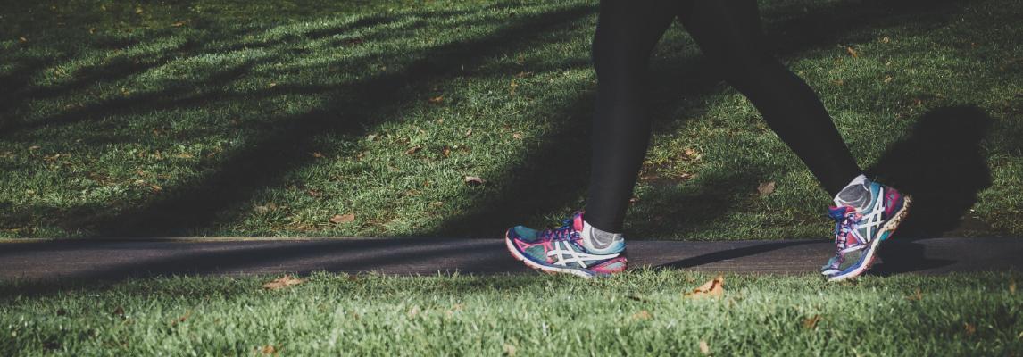 Biegacz na trasie biegowej