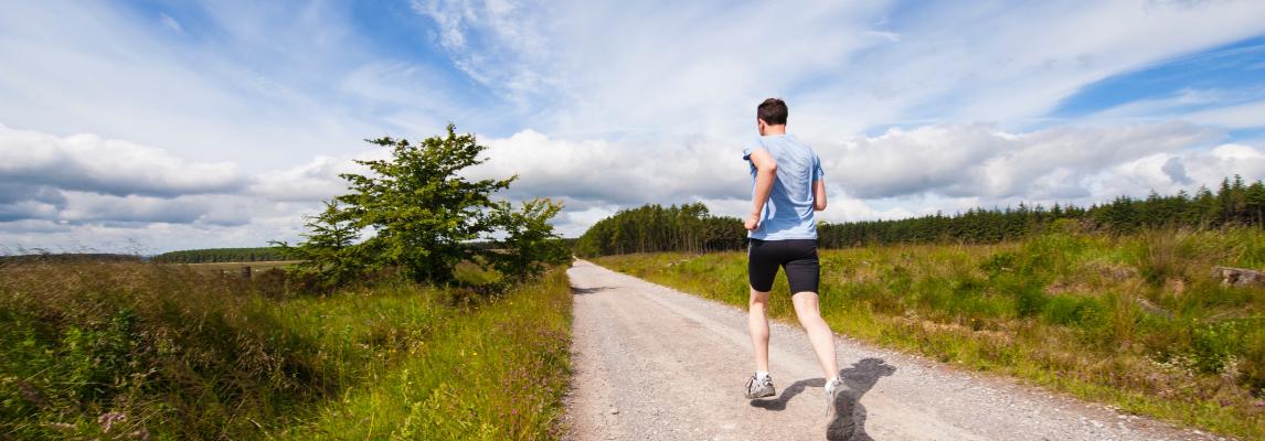 Biegacz na ścieżce