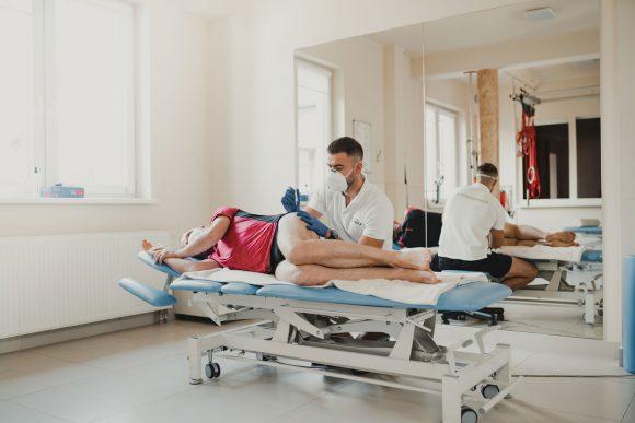 igłoterapia grubą igłą iniekcyjną galeria